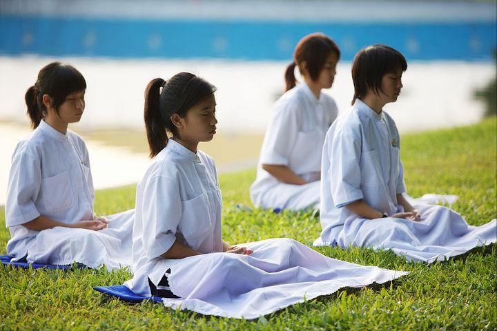 chicas-en-meditacion