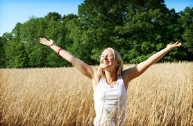 mujer-feliz-campo