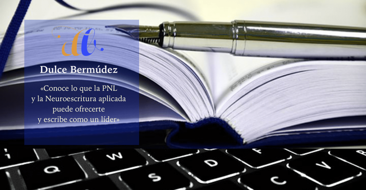 teclado-pluma-libro-de-portada-en-tonos-negros-plateados-y-azules