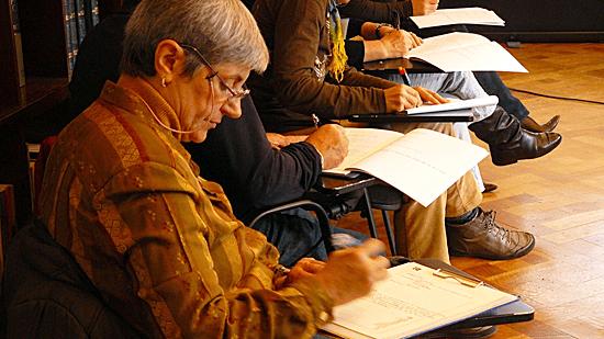 varios-partticipantes-talleres-de-dulce-bermudez-realizando-ejercicio-de-escritura-creativa-550-px.png
