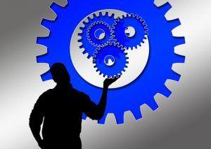 ruedas-de-reloj-en-la-mano-de-un-hombre